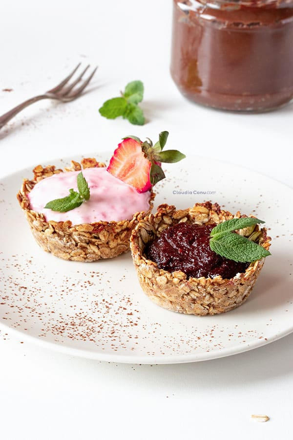 Oatmeal cups with healthy fillings