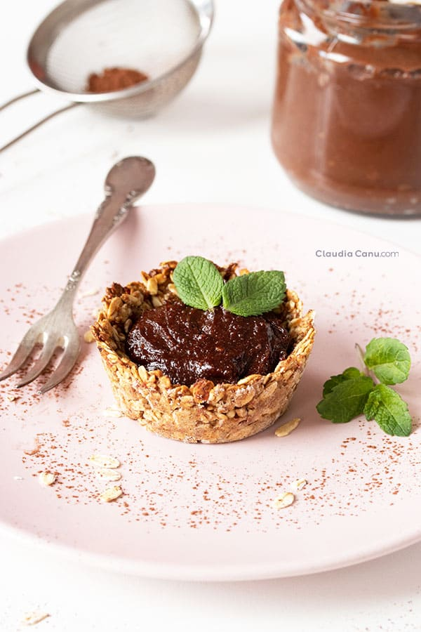 Oatmeal cup filled with healthy nutella
