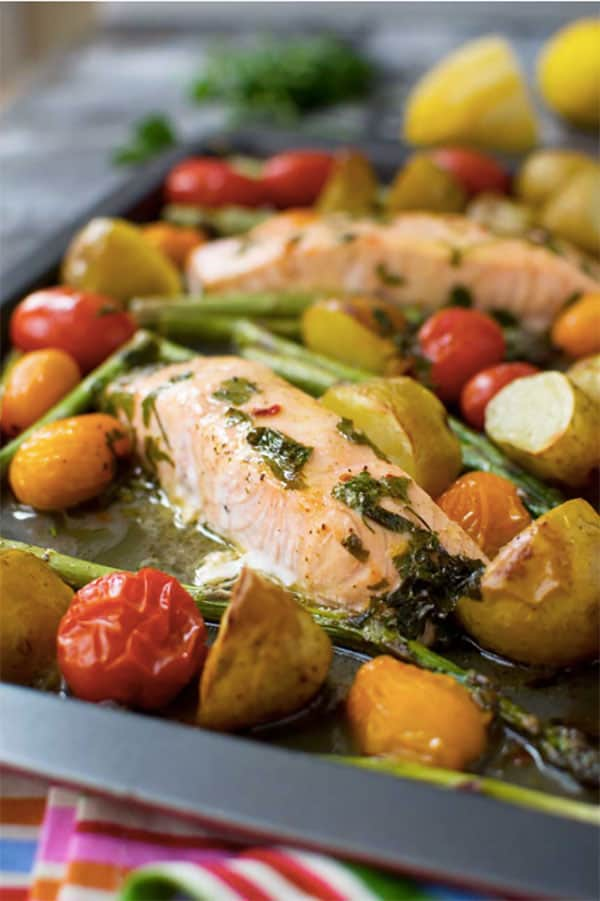 A healthy & easy meal with salmon and asparagus